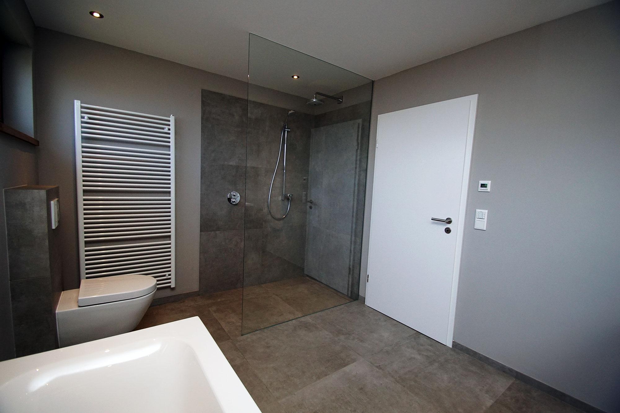 badezimmer t nisvorst roland kemp. Black Bedroom Furniture Sets. Home Design Ideas